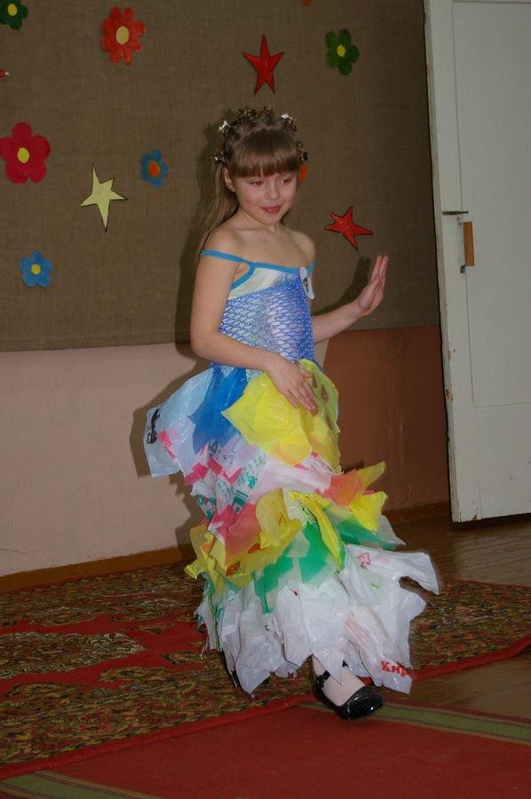 Платье из пакетов своими руками для детей пошагово с фото 18