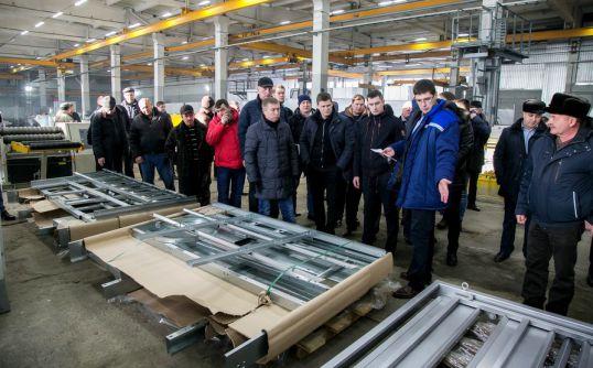 Аграрии посетили механический завод