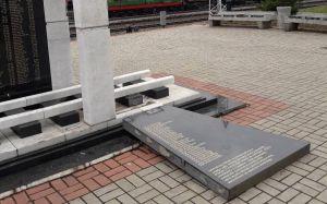 Накануне 9 мая поврежден мемориал