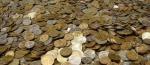 Кировчанин заплатил долг мешками с монетами