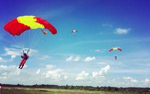 В Котельниче тренировались парашютисты