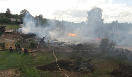 В Ежихе сгорело два дома