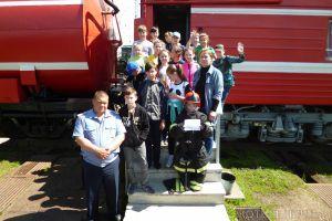 Школьники побывали в гостях у железнодорожных пожарных