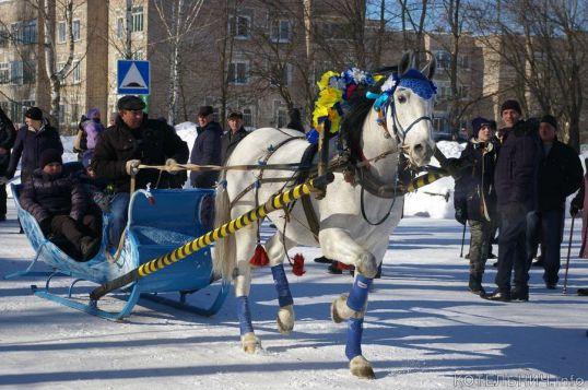Проводили зиму конным парадом