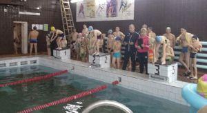 В Юбилейном открыли 25 плавательный сезон