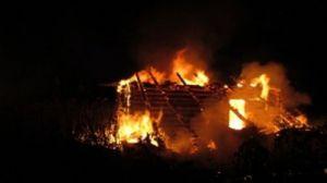 Пятеро пожарных тушили дом в Щеглятах