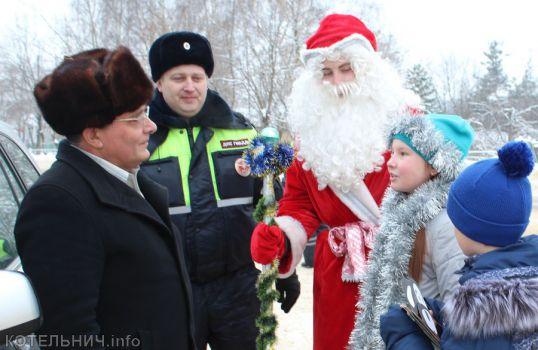 Дед Мороз поздравил автолюбителей