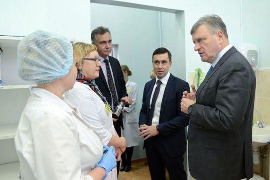 Игорь Васильев посетил обновлённую поликлинику Котельничской ЦРБ