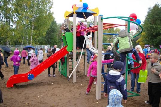 В Котельниче открылся детский городок